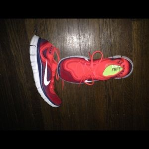 AWESOME LIKE NEW RED NIKE SNEAKERS... 💪